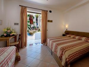 Hotel Villa Miralisa, Отели  Искья - big - 12