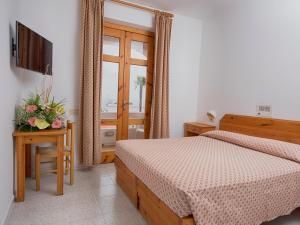 Hotel Villa Miralisa, Отели  Искья - big - 13