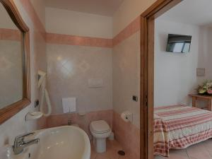 Hotel Villa Miralisa, Отели  Искья - big - 18