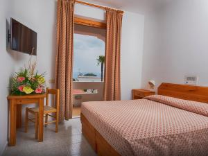 Hotel Villa Miralisa, Отели  Искья - big - 19