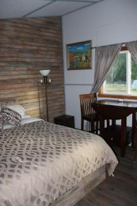 Serenity on the River B&B, Bed and Breakfasts  Vavenby - big - 22