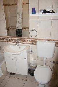 Apartments Mirage, Apartments  Novalja - big - 3