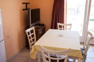 Apartments Mirage, Apartments  Novalja - big - 37