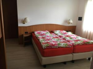 Hotel Garni Enrosadira, Hotely  Vigo di Fassa - big - 40