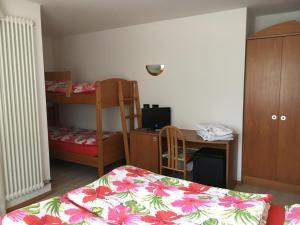Hotel Garni Enrosadira, Hotely  Vigo di Fassa - big - 39
