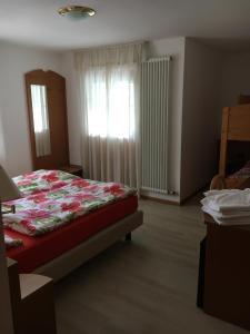 Hotel Garni Enrosadira, Hotely  Vigo di Fassa - big - 38