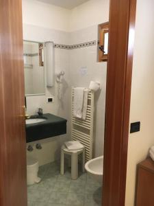 Hotel Garni Enrosadira, Hotely  Vigo di Fassa - big - 37