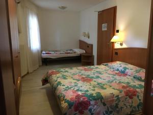 Hotel Garni Enrosadira, Hotely  Vigo di Fassa - big - 36