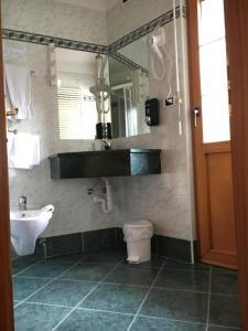 Hotel Garni Enrosadira, Hotely  Vigo di Fassa - big - 32
