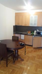 Apartment Sara, Apartments  Petrovac na Moru - big - 29