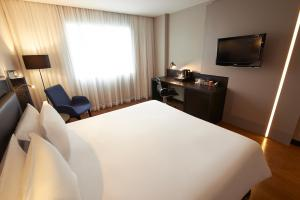 Executive Room with Queen Bed