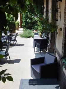 Hotel Restaurant Le Cygne, Hotely  Conches-en-Ouche - big - 43