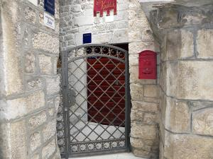 Villa Kudelik - Stone Story, Bed and breakfasts  Trogir - big - 85