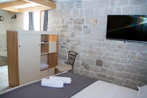Villa Kudelik - Stone Story, Bed and breakfasts  Trogir - big - 96