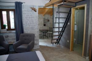 Villa Kudelik - Stone Story, Bed and breakfasts  Trogir - big - 97