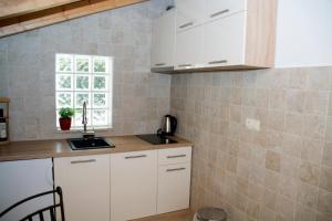Villa Kudelik - Stone Story, Bed and breakfasts  Trogir - big - 98