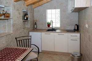 Villa Kudelik - Stone Story, Bed and breakfasts  Trogir - big - 99