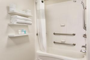 Queen Room with Bath Tub - Disability/Hearing Access - Non-Smoking