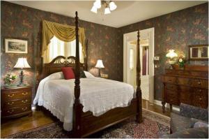 Queen Room - Winstead Inn