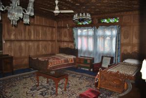 Kashmir View Houseboat, Отели  Сринагар - big - 13