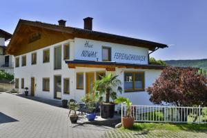 Haus Nowak Ferienwohnungen, Апартаменты  Мильстат - big - 28