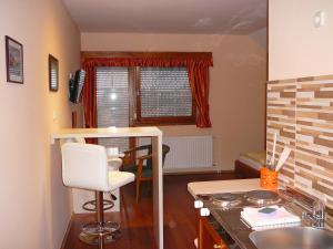 Ciklámen apartman, Appartamenti  Gyenesdiás - big - 9