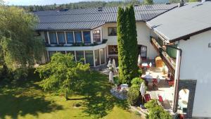 Hotel garni Landhaus Servus, Hotels  Velden am Wörthersee - big - 1