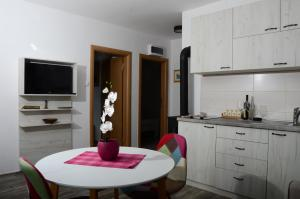 Sunset Holiday Home, Nyaralók  Tivat - big - 10