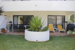 By the Beach, Apartments  Almancil - big - 13
