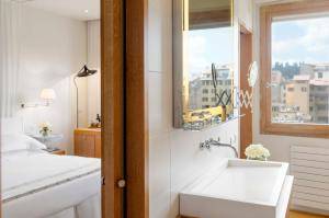 Pokój Dwuosobowy typu Prestige z widokiem na rzekę Arno