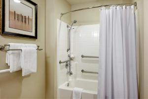 One Bedroom King Suite with Bathtub - Disability Access