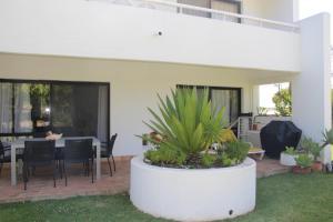 By the Beach, Apartments  Almancil - big - 18