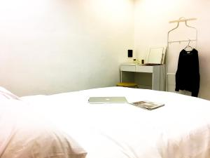 Standard Double Room with Shared Bathroom (No window)