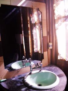 Kashmir View Houseboat, Отели  Сринагар - big - 15