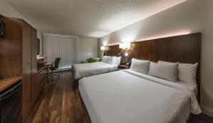 Deluxe Queen Room with Two Queen Beds (3 Adults)