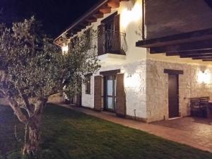 Casa immersa nel verde - AbcAlberghi.com