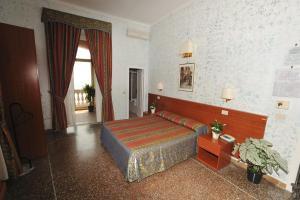 Hotel Miramare, Отели  Ладисполи - big - 12