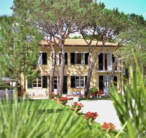 Hotel Villa Fiorisella, Szállodák  Marina di Massa - big - 15