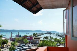 Anda Orange Pier Guesthouse, Penziony  Chalong  - big - 14