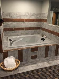 Executive King Suite - Non-Smoking With Hot Tub