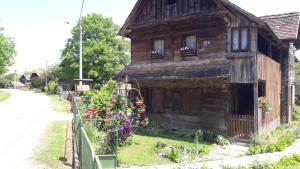 Apartments Kuvarna