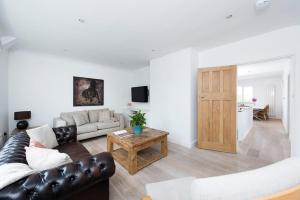 Burntwood Lane Apartment, Apartmanok  London - big - 8