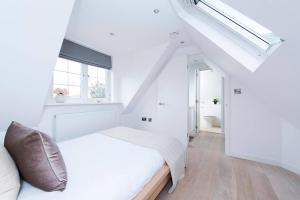 Burntwood Lane Apartment, Apartmanok  London - big - 3
