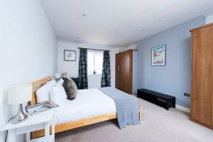 Burntwood Lane Apartment, Apartmanok  London - big - 17