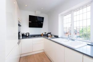 Burntwood Lane Apartment, Apartmanok  London - big - 15