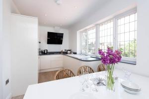 Burntwood Lane Apartment, Apartmanok  London - big - 25