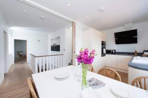 Burntwood Lane Apartment, Apartmanok  London - big - 22
