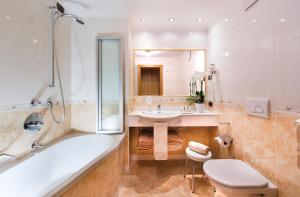 Alpen Hotel Corona, Hotely  Vigo di Fassa - big - 34