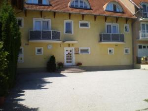 Tarr Apartmanok, Penziony  Keszthely - big - 58