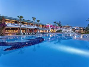 Maritim Pine Beach Resort, Resorts  Belek - big - 1